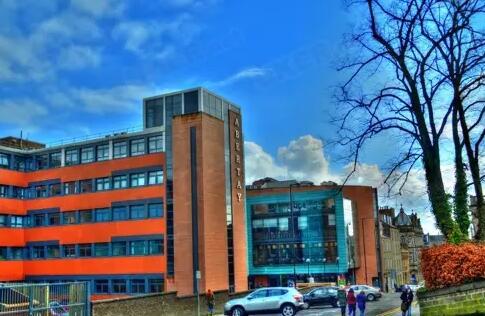 英国留学学费丨英国留学学费最便宜的15所大学!