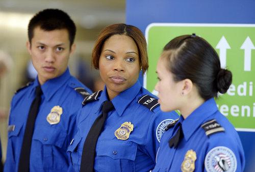 美国机场安检升级!所有电子产品需接受检查!