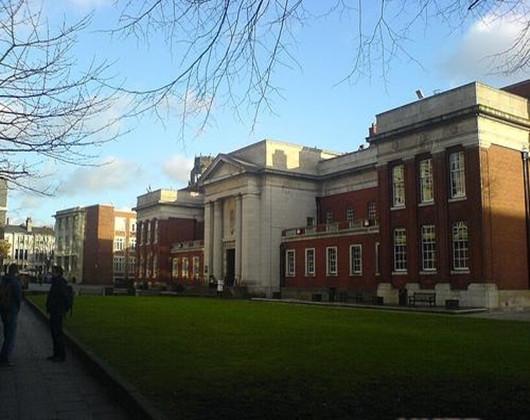 东英格利亚大学