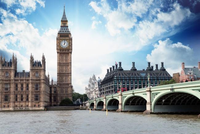 英国中学留学费用一年多少钱?(英国留学)