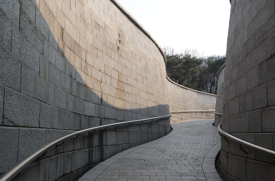 韩国留学,选择插班还是新入?各有优缺?