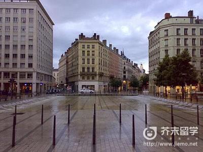 法国里昂大学