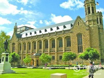 去澳洲留学考什么